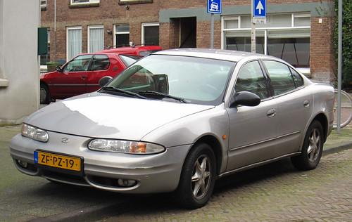 1999 Chevrolet Alero 2.4 SA (Oldsmobile) (rvandermaar) Tags: chevrolet 1999 24 sa oldsmobile alero oldsmobilealero sidecode5 zfpz19