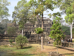 "Angkor: le Baphuon <a style=""margin-left:10px; font-size:0.8em;"" href=""http://www.flickr.com/photos/127723101@N04/24296926665/"" target=""_blank"">@flickr</a>"