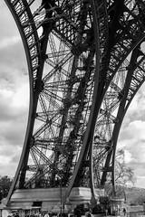 IMG_8830 (SylvainDupuyPhotos) Tags: blackandwhite bw paris tour noiretblanc nb pniche toureffeil effeil effeiltower