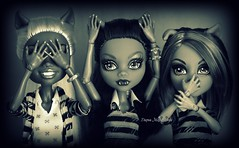 ✪ Photo by Daria Merkulova ✪ russian-photographer.ru Куклы Monster High, Ничего не вижу, ничего не слышу, ничего никому не скажу (russian-photographer.ru) Tags: monsterhigh clawdeenwolf howleenwolf clawdiawolf dolls monsterhighdolls wolffamily doll mattel toy