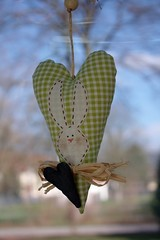 Easter heart (I), detail (dididumm) Tags: white green easter heart handmade sewing jeans fabric denim grn ostern tilda weiss herz easterbunny selbstgemacht osterhase stoff weis nhen osterhschen