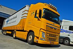 Volvo FH4 T. Robbertsen Transport (Samuele Trevisanello) Tags: italy holland yellow truck t volvo italia transport sempre fh allaperto yellowpower robbertsen hollandtruck fh4 hollandstyle hollandvolvo trucksweden