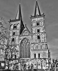 Xanten Cathedral (canaanite98) Tags: street city history mill windmill st viktor germany de deutschland daylight europe cross cathedral wind roman dom jesus culture cologne christian chruch empire civilization christianity christians xanten deutsche germans