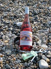 (Kelvin P. Coleman) Tags: beach canon bottle picnic wine drink beverage powershot pebble alcool alcohol vin corkscrew plage ros letrport bouteille boisson piquenique galet tirebouchon trport