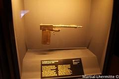 gun goldfingers (Martial Lhermitte) Tags: never james die sean bond spectre 007 connery jamesbond danielcraig jeams tomorow skyfall martiallhermitte timmothydalton