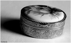 Petite boite  bijoux 1BisN&B (patrice3879) Tags: bijoux bracelet vieille bote montre