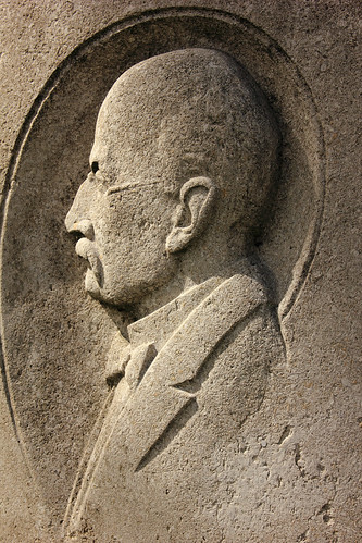 "Max-Planck-Denkmal (06) • <a style=""font-size:0.8em;"" href=""http://www.flickr.com/photos/69570948@N04/26470489322/"" target=""_blank"">Auf Flickr ansehen</a>"