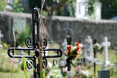 In Memory (Artista_7591) Tags: flowers cemetery stone spain nikon cross bokeh air fresh nikkor d5500
