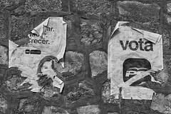 Who's that girl / Quien es esa chica? (Manuel Atienzar) Tags: espaa muro wall poster spain politics streetphotography elections poltica elecciones electionposter cartl pard manuelatienzar cartlelectoral