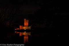 Ross Castle (uwe_neuber) Tags: ireland light lake yellow night see licht nacht irland kerry gelb german killarney baum deutsch reflektion bundesland