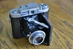 Doris (D70) Tags: camera b 1955 by japanese is with post an made giving shutter asa doris folding between speeds seiki 1952 selftimer synch bayonet tōkyō anastigmat 7535 nks 68366 perfa 45×6 1–200