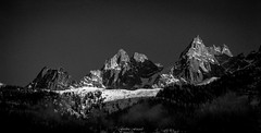 Lumire sur les Aiguilles de Chamonix (Frdric Fossard) Tags: panorama montagne alpes lumire hiver glacier neige paysage chamonix cime hautesavoie crtes aiguillesdechamonix luminosit massifdumontblanc artes
