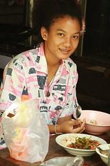 pretty woman (the foreign photographer - ) Tags: woman breakfast portraits canon thailand kiss pretty eating bangkok khlong bangkhen thanon 400d