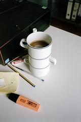Buro (Florian Thein) Tags: berlin film analog office kaffee cups yashicat5 bro stacked tassen coffeecups gestapelt kaffetassen dmparadies200