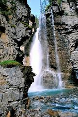 Jolie chute d'eau (joelledewael) Tags: canada johnstoncanyon