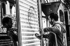 Dualidad (Nebelkuss) Tags: madrid street blackandwhite bw streetart reflection blancoynegro grafitti reflejos artecallejero humanzoo callejeras zoohumano fujixt1 nikon85f20
