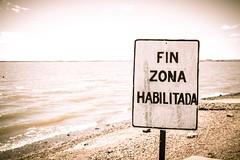 Zona inhabilitada (LeoNardo 316) Tags: argentina prohibido entrerios cartel letras texto federacion playagrande