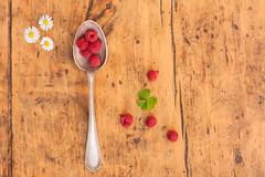 18/52 Still life (Nathalie Le Bris) Tags: stilllife spoon bodegn raspberry gerd naturemorte cuillre framboise cuchara cenital frambuesa znithal