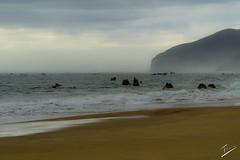 Playa de Noja, Cantabria, Espaa (jcfasero) Tags: sea espaa beach fog stone dawn mar spain ngc playa amanecer niebla cantabria noja