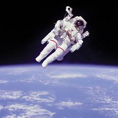 Anglų lietuvių žodynas. Žodis space walk reiškia kosmoso vaikščioti lietuviškai.
