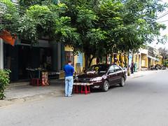"""Hoi An: cérémonie de bénédiction de sa voiture <a style=""""margin-left:10px; font-size:0.8em;"""" href=""""http://www.flickr.com/photos/127723101@N04/24421966069/"""" target=""""_blank"""">@flickr</a>"""