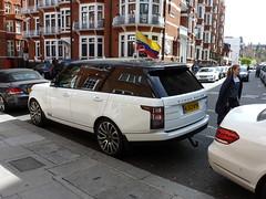 Range Rover outside 'Wikileaks HQ' (K Garrett) Tags: london julian rover knightsbridge embassy un vogue landrover range ruling assange