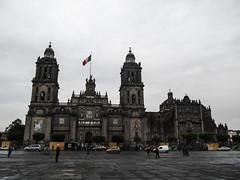 """Mexico City: le Zócalo et sa Cathédrale Métropolitaine sous la pluie <a style=""""margin-left:10px; font-size:0.8em;"""" href=""""http://www.flickr.com/photos/127723101@N04/24999898624/"""" target=""""_blank"""">@flickr</a>"""