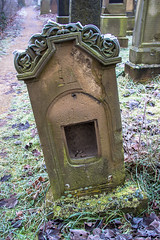 Mazewa mit mysteriösem Loch (S. Ruehlow) Tags: friedhof cemetery graveyard judentum jewish worms jewishcemetery rheinlandpfalz jüdisch מצבה jüdischerfriedhof heiligersand mazewa