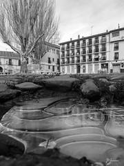 50 de 365 (pico_de_la_miel) Tags: espejo reflejo invierno fro len hielo caminodesantiago empedrado castillaylen plazadelgrano