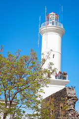 Colonia lighthouse (@Lizette Salazar Guedes) Tags: city travel viaje flowers light people lighthouse flores color tree luz canon landscape faro uruguay photography colorful flickr gente ciudad paisaje colonia fotografia viajar fotografo coloridas coloniadelsacramento canont1i