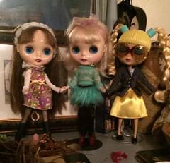 Girls having fun (trishahillery) Tags: toy bigeyes dolls ooak vinyl blythe bighead blythedoll customdoll bigheaddoll