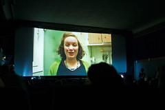Gewinnerin des Max-Bresele-Gedaechtnis-Preises des Kartenhaus Kollektivs Luise Omar von KRIEG IM FRIEDEN bedankt sich per Videobotschaft