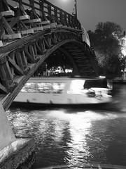 Venezia_128_1718 (Dubliner_900) Tags: bridge venice bw monochrome nightshot olympus ponte venezia biancoenero notturno veneto pontedellaccademia micro43 handshold mzuikodigital17mm118 omdem5markii