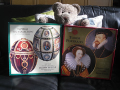 """""""2 dubble sided pussels - YIKES!! I'm a clever bear!"""" (pefkosmad) Tags: bear portrait ted man lady toy stuffed soft teddy egg fluffy hobby plush puzzle leisure boxes jigsaw oval circular pastime pasttimes tedricstudmuffin"""