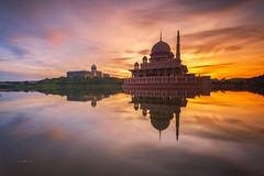 Morning Reminds .. (zakies) Tags: sunset reflection sunrise asian colorful asia dusk mosque malaysia kualalumpur putrajaya goodmorning preparation asean goldenhour goverment reminds nikond700 mosquesunrise zakiesphotography sunriseputrajayamorningzakiesphotography mohdzakishamsudin putramoque guidetosabah