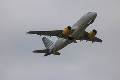 A320 Vueling (xwattez) Tags: france plane airport european aircraft airbus transports toulouse aeropuerto blagnac avion a320 2016 aroport europen vhicule