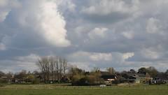 Unter Wolkenstapeln; Norderstapel, Stapelholm (6) (Chironius) Tags: sky clouds germany deutschland nuvole wolke wolken alemania nuage allemagne nube germania schleswigholstein ogie pomie   niemcy   norderstapel stapelholm pomienie szlezwigholsztyn