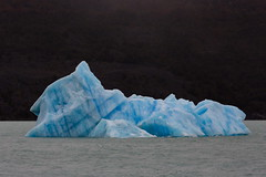 Tmpano de hielo camino al glaciar Upsala (Jos M. Arboleda) Tags: patagonia santacruz argentina canon eos jose 5d iceberg tamron glaciar lagoargentino hielo upsala elcalafate arboleda markiii tmpano josmarboledac sp150600mmf563divcusda011