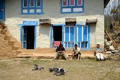 Mittagsrast (Alfesto) Tags: nepal trekking juving kharikhola taksindu distriktsolukhumbu