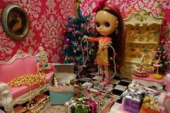 Wishing Everyone a Christmas... (Primrose Princess) Tags: pink wallpaper vintage gold mod ballerina doll christmastree retro blythe chic takara missa diorama dollhouse christmaspresents missanniversary nutcrackerballet lounginglindadress christmas2015 dollydreamland firstanniversaryblythe newdollhousemyhubbymadeforme