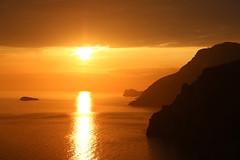 Costiera Amalfitana / Amalfi Coast - Positano (Roby_BG) Tags: winter sunset sea orange sun mountain montagne coast tramonto mare amalficoast unesco positano sole salerno arancione scogliere costieraamalfitana