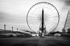 la roue  de la Concorde (gilles207) Tags: paris place reflet concorde lampadaire roue pavée obélique