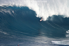 IMG_8294 copy (Aaron Lynton) Tags: canon waves sigma surfing jaws xxl peahi bigwave wsl lyntonproductions
