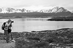 Caador de imagens (renanluna) Tags: sea sky blackandwhite bw mountain man argentina tierradelfuego ushuaia mar fuji photographer monochromatic pb cu fujifilm arg 54 homem pretoebranco monocromia montanha fotgrafo x100 renanluna fujifilmfinepixx100