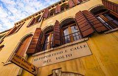 Sotoportego e Calle del Volto (JN) Tags: venice italy building yellow calle nikon italia vibrant shutters 1735mmf28d venezia 1735mm volto sotoportego d700