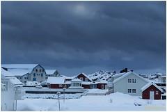 wolken boven Svinya (HP003431) (Hetwie) Tags: winter snow nature norway night landscape see vakantie sneeuw natuur zee avond landschap eiland svolvr noorwegen nordland noorderlicht svinya huisjes rorbruer svolvr svinya