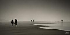 De dos en dos/ In couples (Jose Antonio. 62) Tags: people blackandwhite bw españa blancoynegro beach beautiful spain gente couples asturias playa parejas