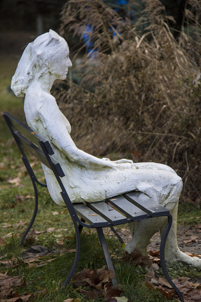 Fondation Gianadda - George Segal - Woman with sunglasses on the park bench