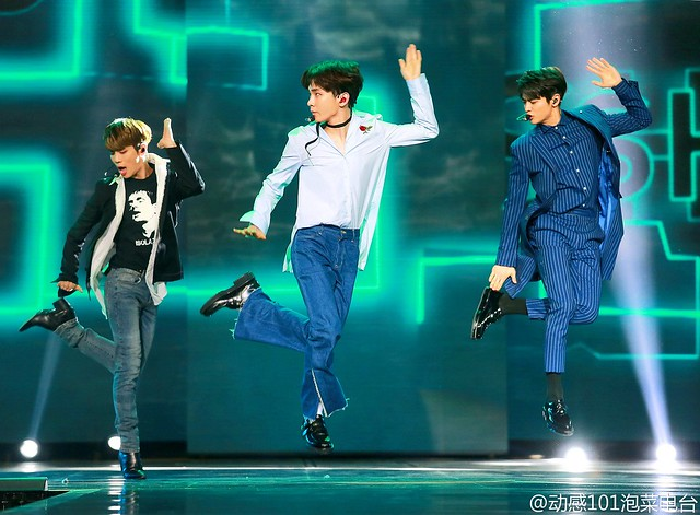 160328 ‎SHINee @ '23rd East Billboard Music Awards' 25853299080_7912fc22fc_z