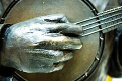 Wigan (Mark Dickens) Tags: sculpture ukulele wigan georgeformby banjolele